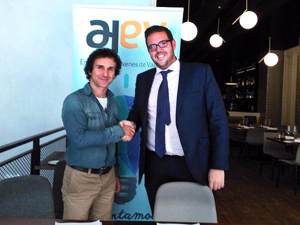 Firma convenio AJEV y Escuela Mastermedia
